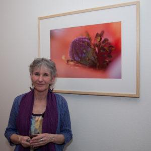 Agnes van der Graaf voor één van haar macro foto's